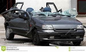 Mettre Voiture A La Casse : voiture de grey european compl tement d truite avec le verre cass apr s t photo stock image ~ Gottalentnigeria.com Avis de Voitures