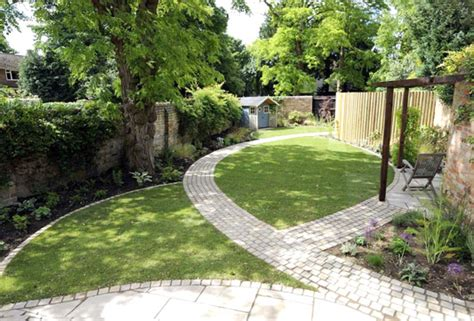 Creative Ideas For A Long Narrow Garden Design