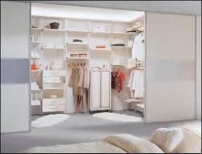 kleines schlafzimmer mit begehbarem kleiderschrank bauanleitung begehbarer kleiderschrank