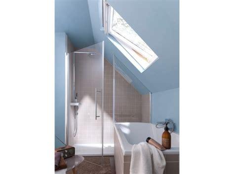 amenagement chambre comble cette salle de bains sous les toits bénéficie ainsi