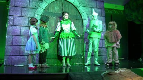 merry  land  oz emerald city wizard  oz scene