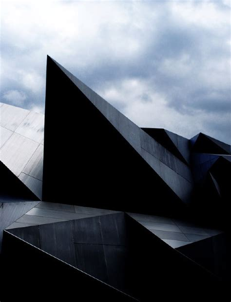 triangular form this photo is a good exle of form because the building