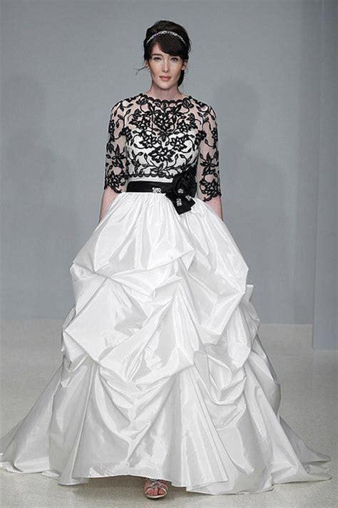 Wedding dress styles for curvy brides