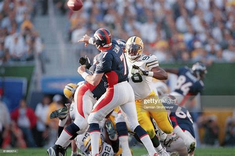 Super Bowl Xxxii Denver Broncos Qb John Elway In Action