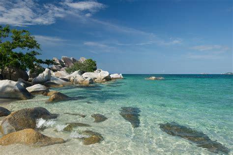 keindahan  pantai  kepulauan bangka belitung airy