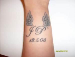 Tattoo Unendlichkeitszeichen Mit Buchstaben : sweety8710 initialen am handgelenk tattoos von tattoo ~ Frokenaadalensverden.com Haus und Dekorationen