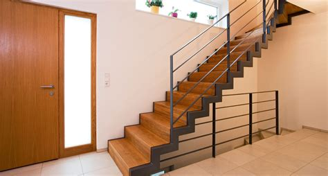 Treppe Aus Holz & Metall