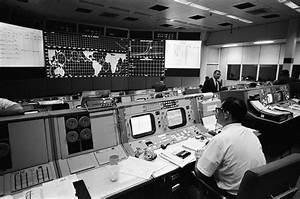 MISSION CONTROL CENTER DURING APOLLO 4 : NASA : Free ...