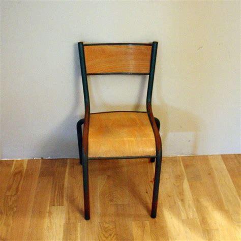 renover chaise bois 17 meilleures idées à propos de chaise ecolier sur
