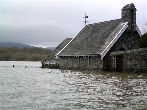 huis onder water wat te doen bij huis onder water of onderwaarde