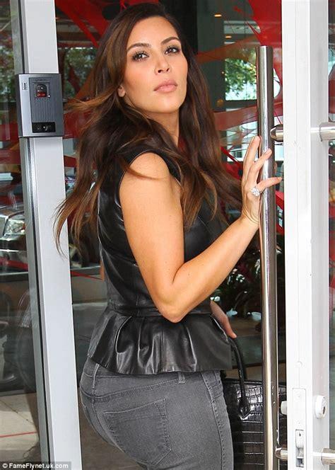 Kim Kardashian wears HUGE diamond sparkler (on her pinky ...