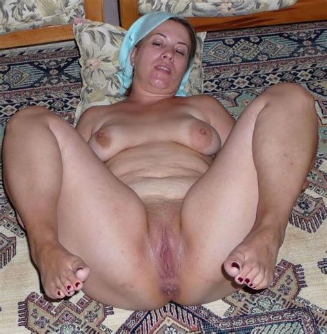 fat turkish mom with very wet pussy