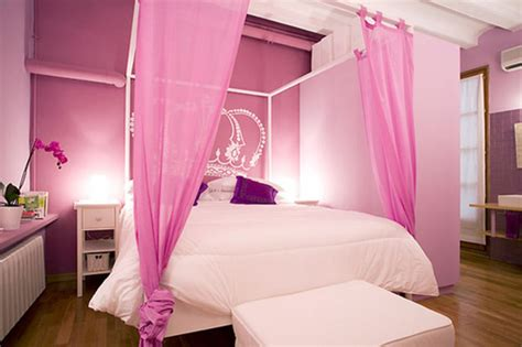 Small Romantic Bedroom Inspiration With Pink Color Schemes