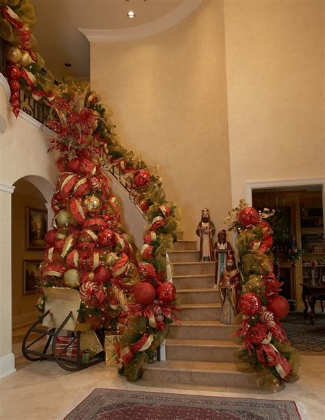 decorate  staircase  christmas  beautiful ideas