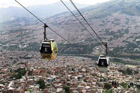 cabine avec siege télécabines urbaines ces villes qui vivent sur le fil