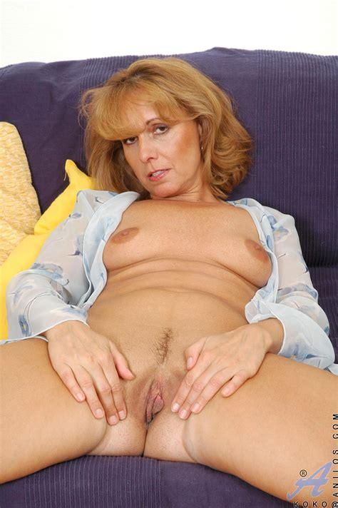Sexy Mature Koko Poke Her Fingers Inside Of Fuck Hole