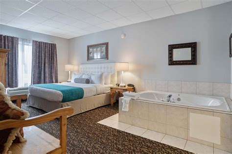 rooms suites howard johnson hot tub suites rapid city