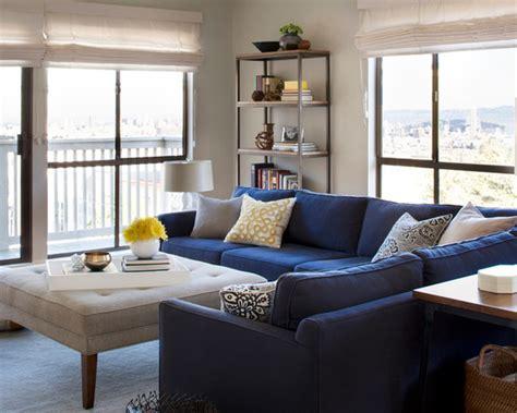 white chaise lounge chair floral pillow color 10 fotos de salas de estar com decoração de sofá azul