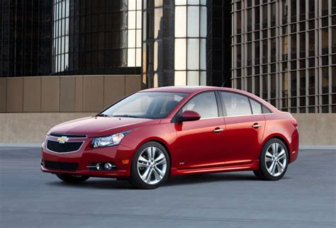 chevrolet cruze chevy features review  car