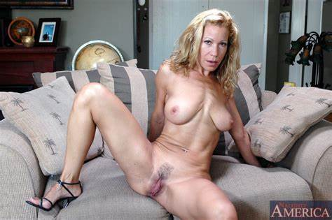 Moms Shows Chick Trimmed