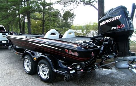 Bass Cat Boats Owners Forum by Would Like To See Pictures Of Black Boats In Basscat Boats