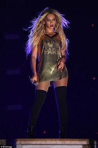 Beyonce gets flirty with Jay Z on stage as she gives a ...