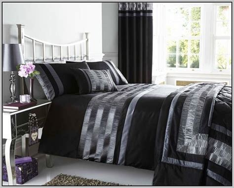 bedding with matching curtains and wallpaper curtains