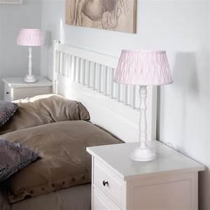 Tischleuchten Mit Stoffschirm : tischleuchte mit holzfu und stoffschirm in rosa wohnlicht ~ Frokenaadalensverden.com Haus und Dekorationen