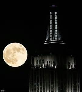 empire state building new led lights debuted by singer daily mail