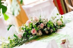 Tisch Blumen Hochzeit : blumengestecke selber machen f r die tischdeko lange runde oder ovale tischgestecke mit ~ Orissabook.com Haus und Dekorationen