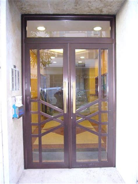 portoni ingresso condominio cancelli condominiali portoni in ferro o m c m infissi roma