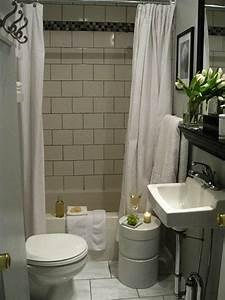 Simple Bathroom Designs With Plain Curtain