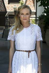Diane kruger39s white lace dress vogue paris for Robe romantique dentelle