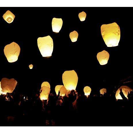 lancer de lanterne mariage les 25 meilleures id 233 es concernant lanternes flottantes sur lanternes en papier