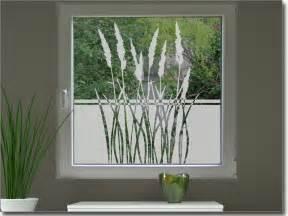 sichtschutzfolien badezimmer sichtschutz gräser als fensteraufkleber mit pflanzen