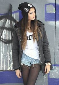 Cute beanie & her makeup is pretty | Grunge/ Punk ...