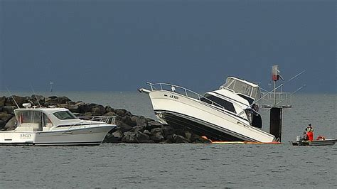 Boat Crash Into Pole by Cruisy Night Ends On The Rocks Herald Sun
