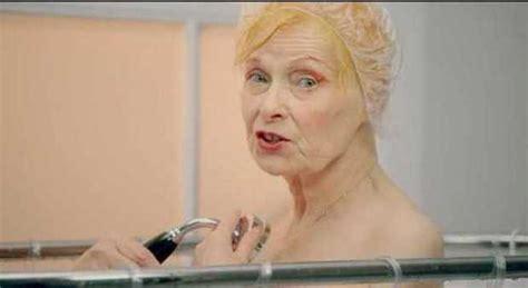 donna nuda sotto la doccia vivienne westwood nuda sotto la doccia per peta