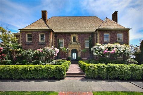 Classic Home : Classic Home Or Contemporary