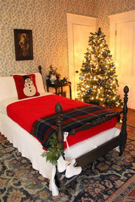 The 25 best christmas room decorations ideas on pinterest via pinterest.co.uk. 43 Beautiful Christmas Bedroom Decorations Ideas