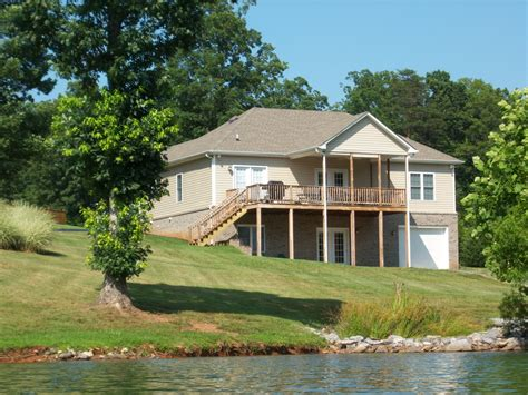 New roof, new vinyl siding and a new deck including all new deck framing, (the. Vacation rental house at Smith Mountain Lake - Home