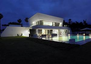 Awesome modern house vacation house on mediterranean for Awesome designers home