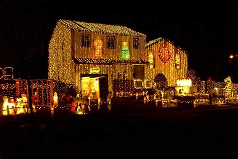 20 worst christmas light display fails weknowmemes