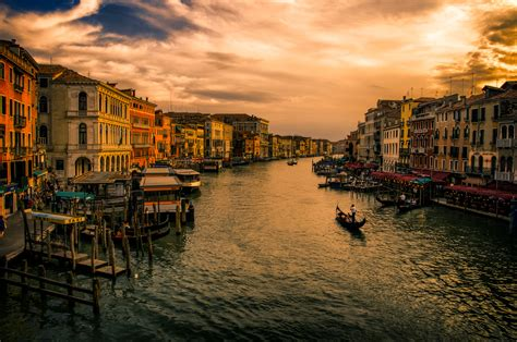 touring   intriguing street   world venices