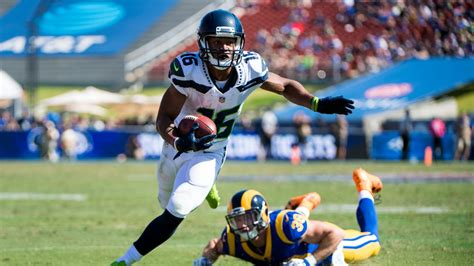 seahawks sign tyler lockett  multi year contract extension