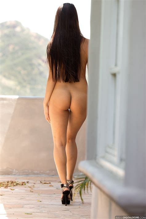 Sharon Lee Posing Naked On Porch