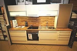 Küchenschrank Hochglanz Vanille : alno musterk che alnosign hochglanz vanille mit stangengriffen ausstellungsk che in dresden von ~ Indierocktalk.com Haus und Dekorationen