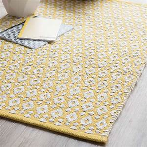 tapis deco ma selection de tapis la maison vivante With tapis de bain jaune