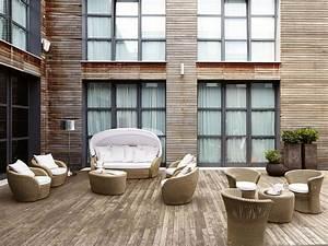 korbsofas mit sonnenschirm fur terrassen und strandbars With französischer balkon mit sonnenschirm china design