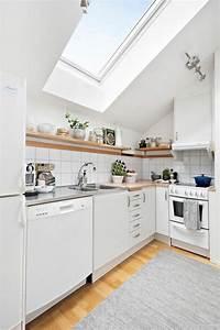 Küche Unter Der Dachschräge : dachgeschosswohnung k cheneinrichtung dachschr ge deko ~ Lizthompson.info Haus und Dekorationen